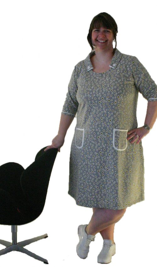 Apollo Gold til hende med pærefigur en plus size kjole fra by Viola